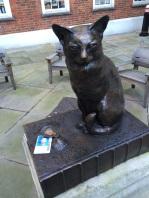 Statue of Dr Johnson's cat